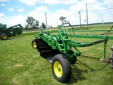 Tri County Equipment's Antique Tractor Show 2009- Interview with Steve Maedel exhibitor