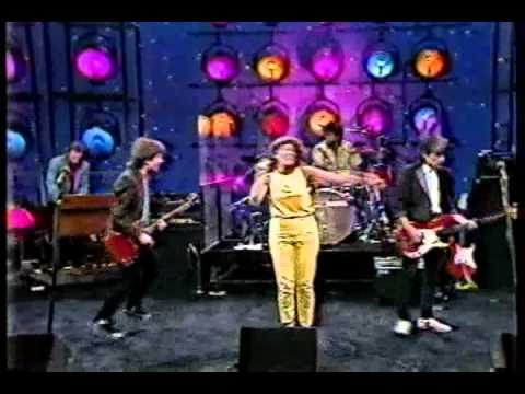 Katrina & The Waves --- Walking On Sunshine Live on the Tonight Show