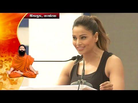 Actress Bipasha Basu Performs Yoga in International Yoga Day | Karnataka, Bangalore | 21 June 2016