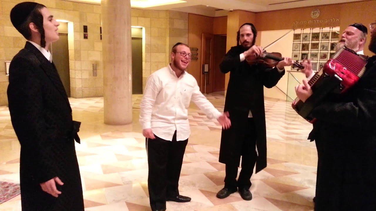 Michoel Schnitzler in kumzitz with Dudi Kalish, Mordchai Shtimentz and Simon Weitzhandler. 2