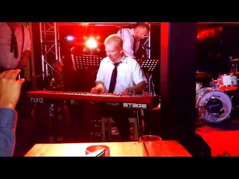 "Øystein Undem from Eric ""slim"" Zahl & the South West Swingers does a piano solo"