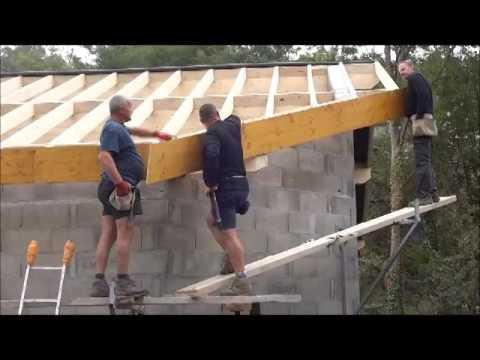 Construction d 39 une charpente et pose d 39 cran sous toiture youtube for Cout d une charpente et toiture