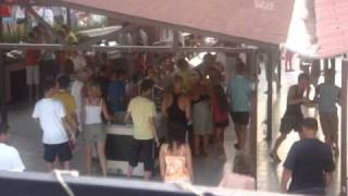 Голодные русские на отдыхе в Турции(это видео, записанное на мой фотоаппарат, запечатлело поистине унизительное для нас - соотечественников..., 2010-09-07T13:05:55.000Z)
