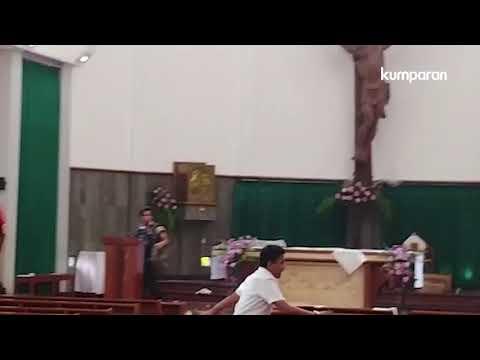 Pria Berparang Serang Gereja Bedog