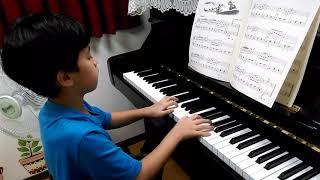 鋼琴練習。海蒂和老爺爺。