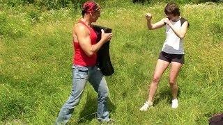 Эффективные удары ногами. Драка. Как научиться драться(Канал Елены на YouTube - https://www.youtube.com/user/HelenHobbies Видеокурс эффективной самозащиты на улице: ..., 2014-07-09T09:55:05.000Z)