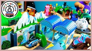 BRIO WORLD SMART ENGINE! WOAH! Fun Toy Trains for Kids