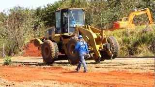 Trator rodo-ferroviário da Caramuru manobrando