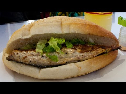 Fish bread balik ekmek turkey eats series 2011 youtube for How to bread fish