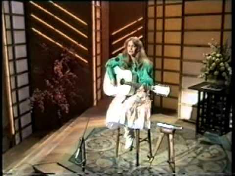 """GERMANY 1982 - Nicole sings """"A Little Peace"""""""