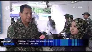 Malaysian Fourth Brigade Army Provides and Cook Meals for Flood Victims