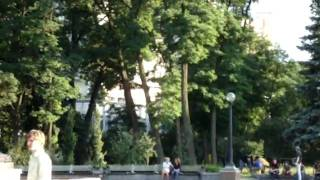 Kiev. Promenade dans le parc de la ville.キエフ。市の公園で歩いてください。(, 2010-06-26T20:25:15.000Z)
