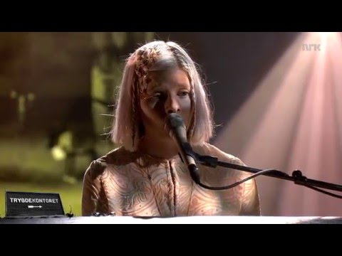 Aurora - «Life on Mars» (David Bowie)