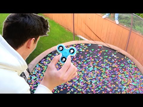 Download Youtube: TRAMPOLINE FULL OF FIDGET SPINNERS!! ߷