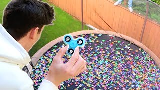 TRAMPOLINE FULL OF FIDGET SPINNERS!! ߷