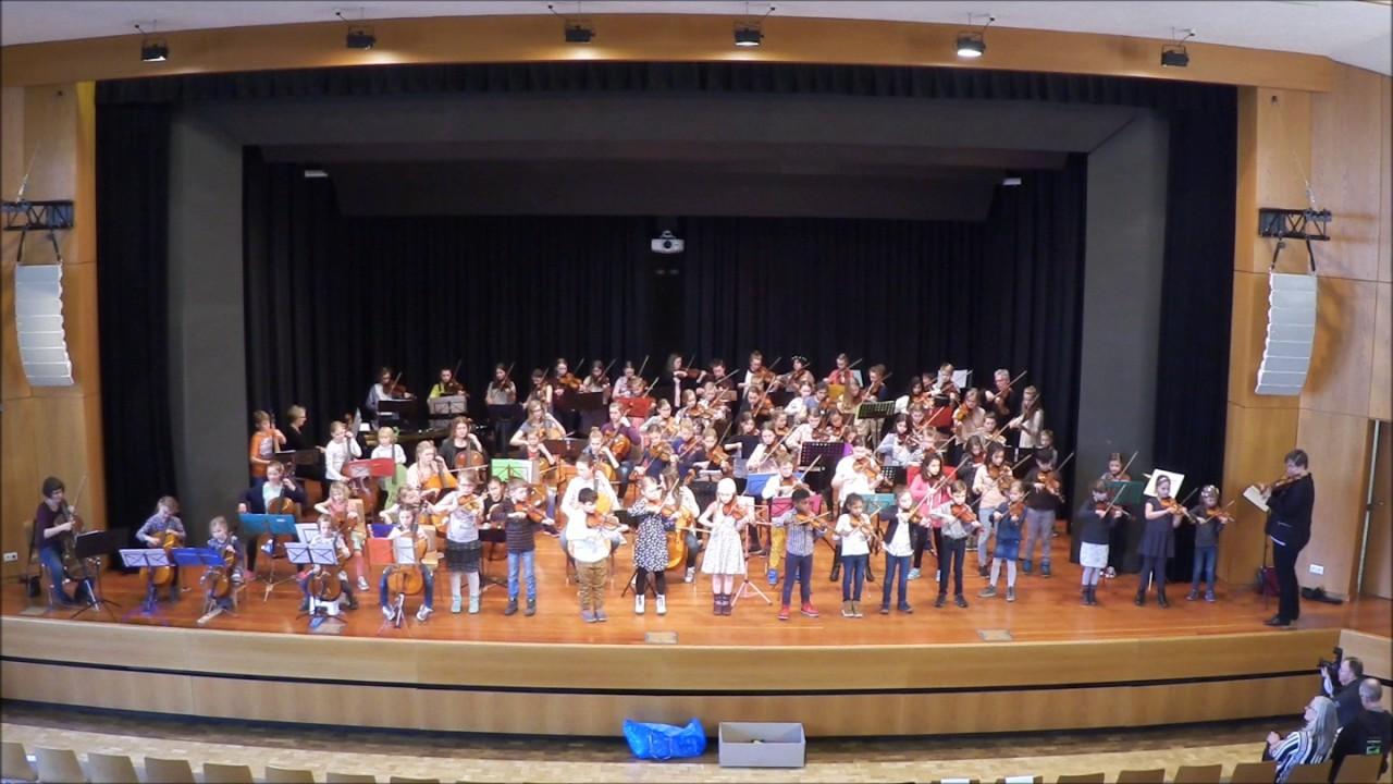 Die Streicher der Kreismusikschule Verden spielen \