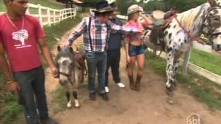 Domingo Legal (04/05/14) - Carol Narizinho e Gominho na Fazenda do Santos