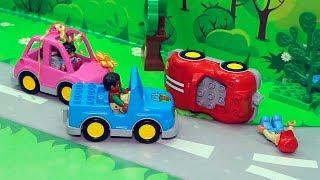 Щенячий патруль видео с игрушками на русском - Бантик на дороге!