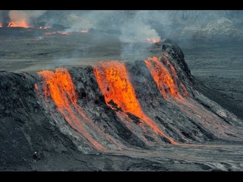 Nyiragongo volcano (DR Congo): fracture opens new vent inside ...