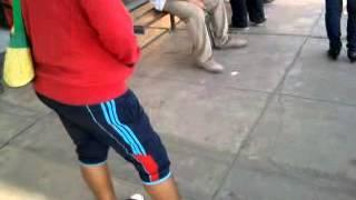 Repeat youtube video LINDO MACHO CALIENTE QUE CAPTE EN PARADERO  DEL BUS