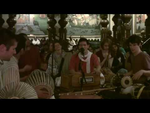 Bhajan - New Year's Eve 2010 - Hari das - 13/22