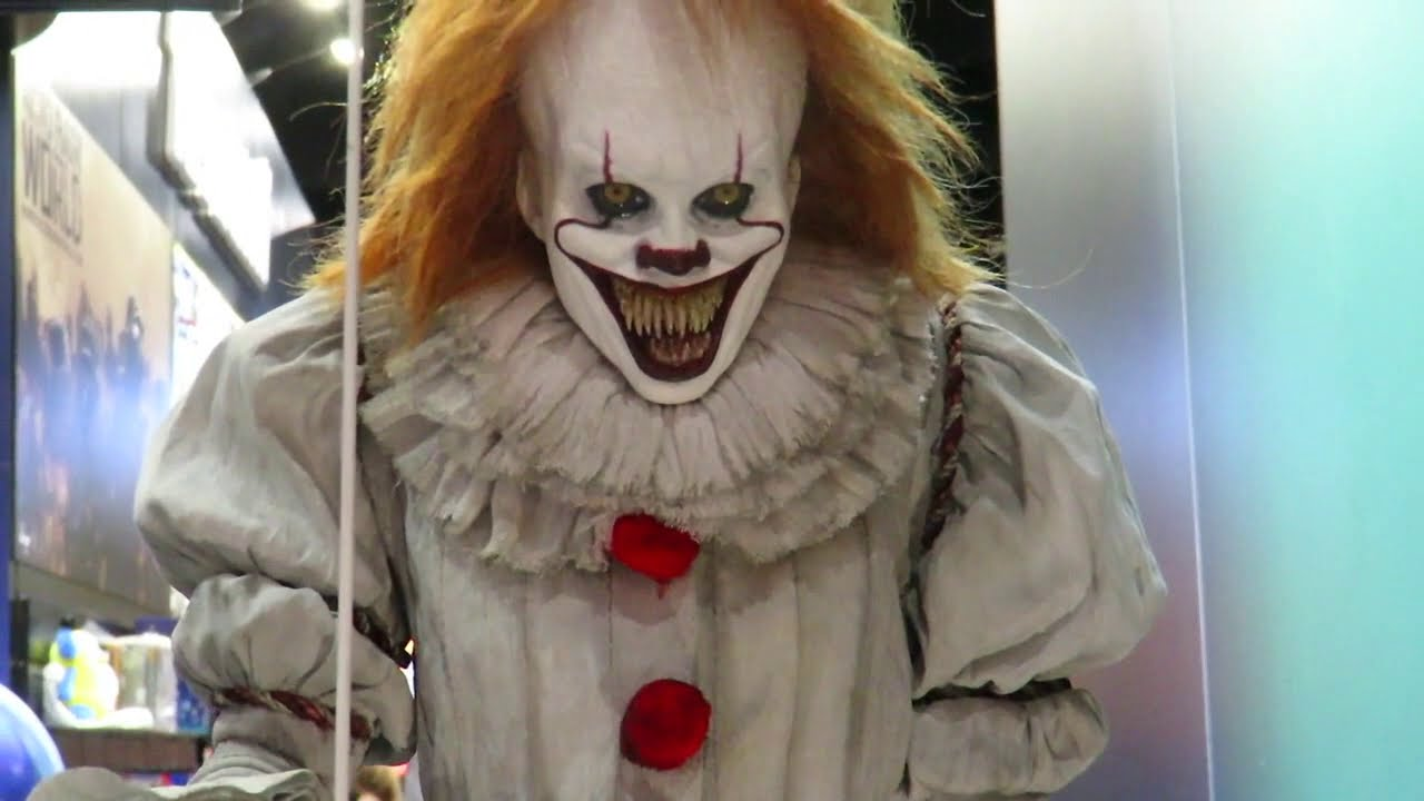 Download SDCC 2018 Elite Creatures Collectibles IT movie Pennywise the clown Statue & bust