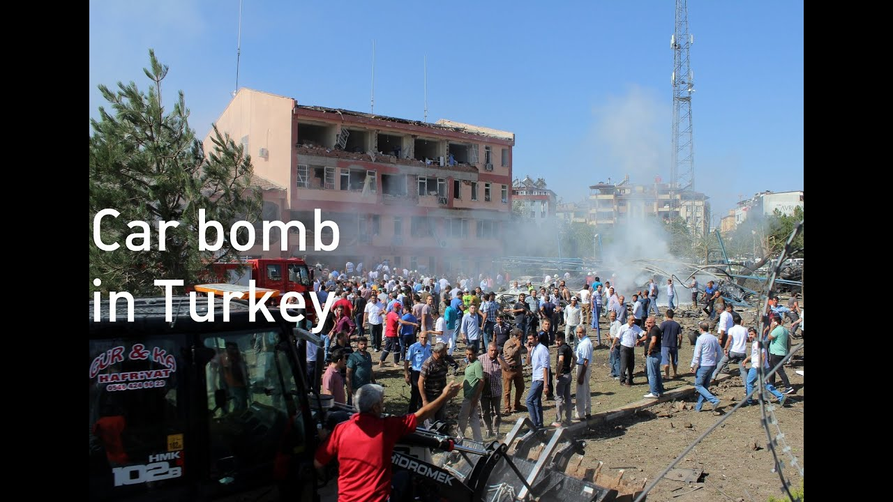 Turkey car bomb destroys police station