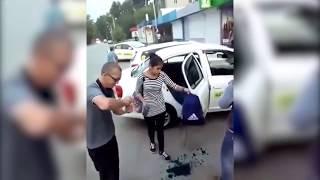 Таксисты умыли зеленкой двух девушек