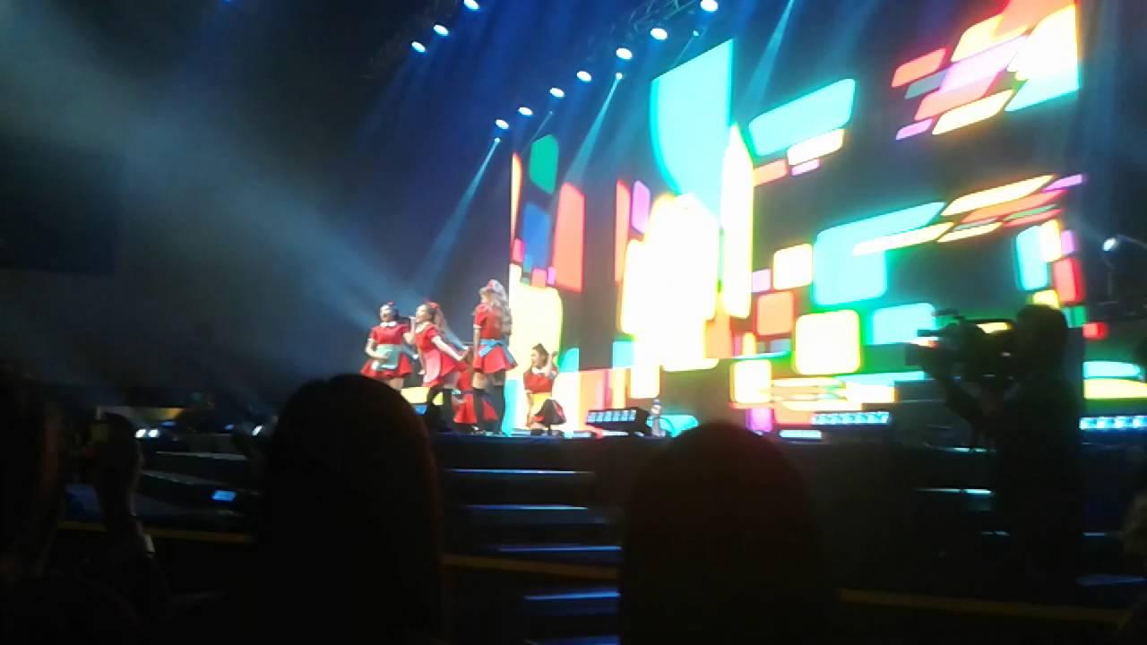 [ fancam ] 041215 Red Velvet - Huff n Puff live in Prague