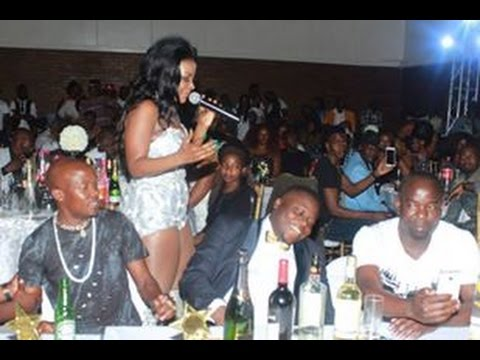 Desire Luzinda displays yummy thighs at Starqt Awards 2016.left Ivan Semwanga slavating