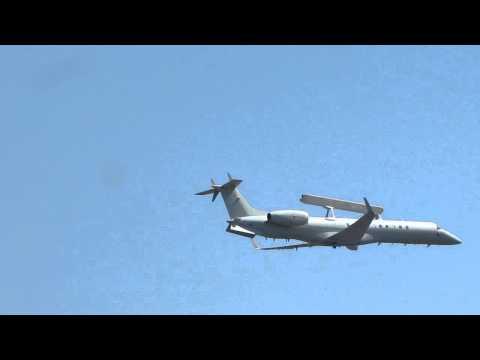 Domingo Aereo 2011 - passagem do avião radar R-99