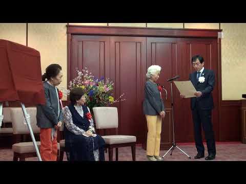 「上方演芸の殿堂入り」に選ばれたベテラン音曲漫才トリオ「かしまし娘」の表彰式が29日、大阪市中央区の大阪府公館であった。