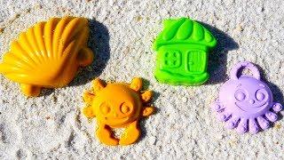 Видео для детей с игрушками: Игры с песком. Лепим КУЛИЧИКИ из песка. Морской мир в песочнице