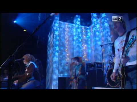 Toploader - Dancing in the moonlight (Live Top of the Pops)