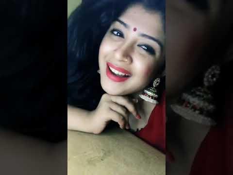 Gayathri_Shan | Noorandukku oru murai pookira poo allava - Thaayin Manikodi | Musical.ly | haNde