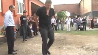 Русская девушка на чеченской свадьбе
