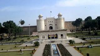 Pakistan's Historical City Lahore's Fort of Mughal Era--- From Outside .3gp