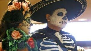 Celebrando Dia de los Muertos / Celebrating Day of the Dead