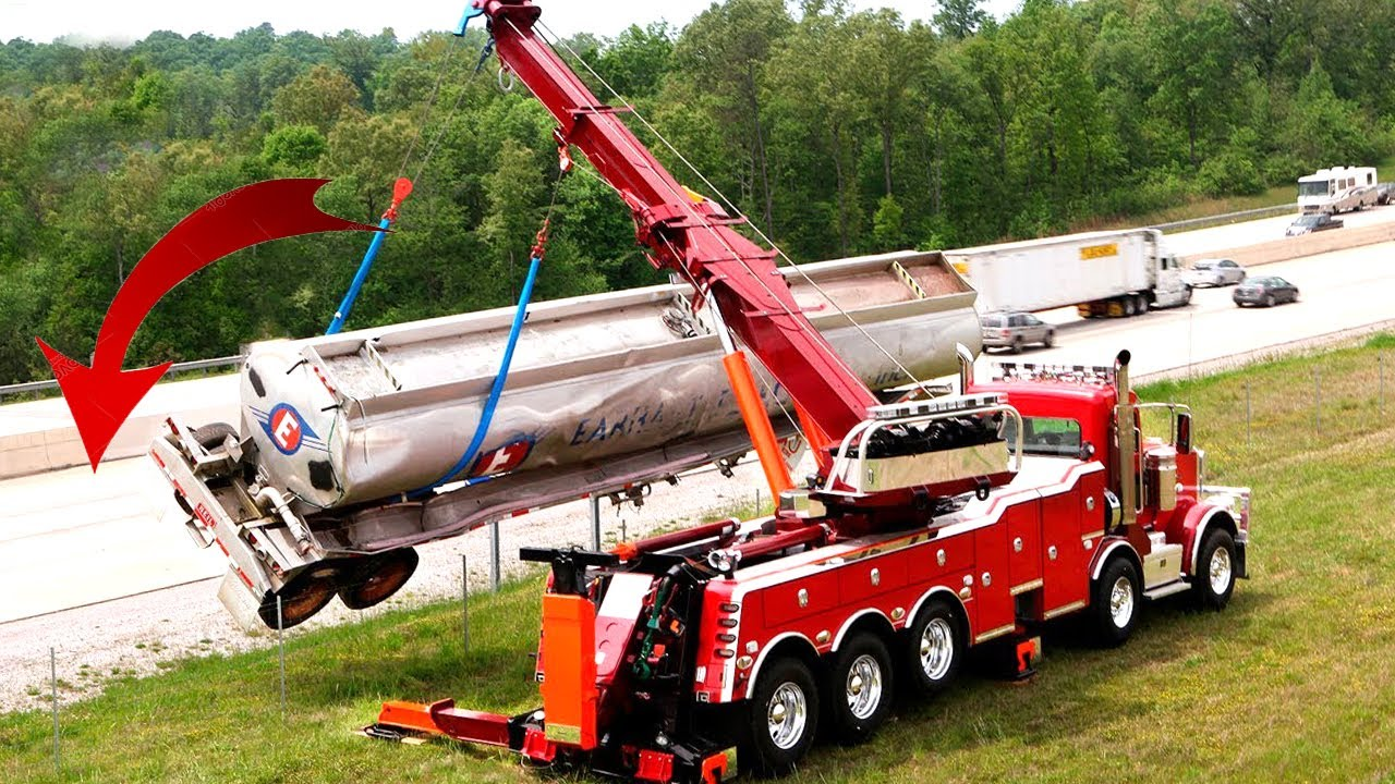 Top 10 Extremely Dangerous Heavy Construction Equipment Fails & Cranes Gone Wrong !
