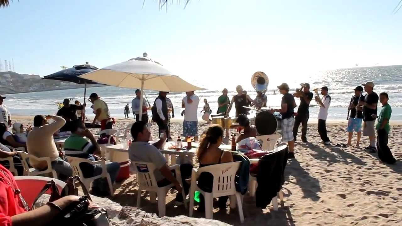 Resultado de imagen de banda en las playa de mazatlan