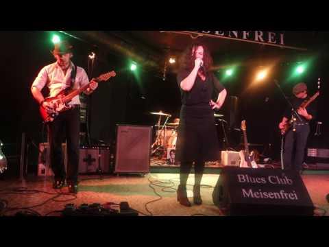 "Meena Cryle/Chris Fillmore @ Meisenfrei, Bremen DE On 2015-11-17 ""I'd Rather Go Blind"""