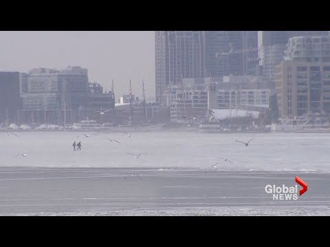 Two people make daring cross across Toronto's frozen harbour