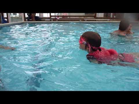 Aquatots | Amelie swims 5 meters at just 3 and half years old