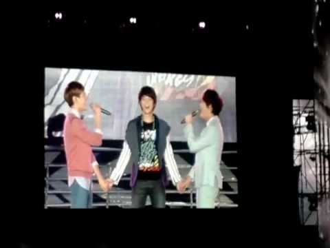 [2012-11-25] Just the way you are - Kyuhyun & Changmin @ SMTOWN live in Bangkok 2012