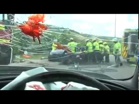 Sicurezza stradale Sms alla guida, il video shock della polizia inglese