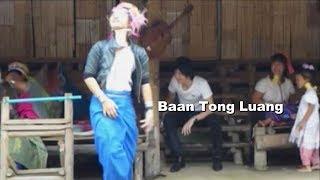 タイ旅行でチェンマイの首長族、かわいい女の子。Baan Tong Luang,Long Neck people,Thai trip