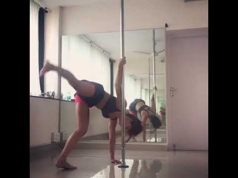 Jacqueline Fernandez Dancing Video | Viral Video | Video Credit: Jacqueline Fernandez Instagram thumbnail