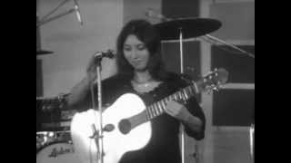 Shuly Nathan - Yerushalayim shel zahav (live in France, 1968)