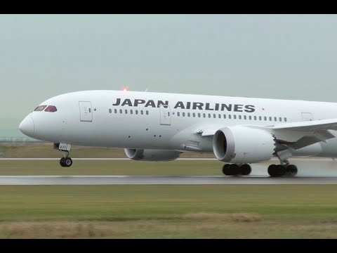 Japan Airlines Boeing 787 Dreamliner Smooth Landing at YVR