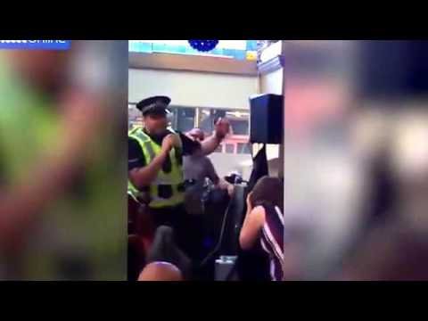 Awesome Policeman in Karaoke | Policeman sings karaoke 'I Will Survive' during bar dispute